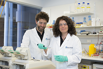 Anne Voss and Tim Thomas in the laboratory