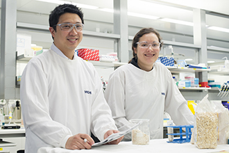 Dr Jason Tye-Din and Dr Melinda Hardy in the lab
