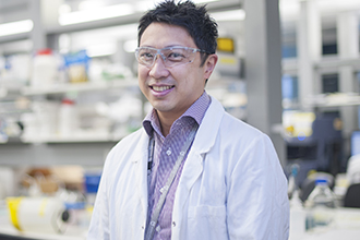 Dr Jason Tye-Din in laboratory