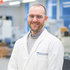 Associate Professor Andrew Webb in the proteomics lab