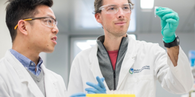 (L-R) Dr Alan Yu and Associate Professor Seth Masters