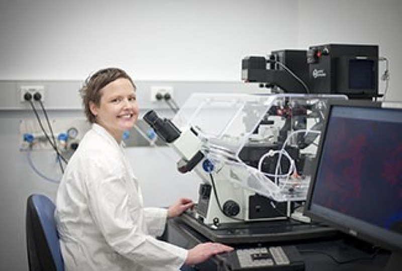 Dr Joanna Groom in front of a microscope