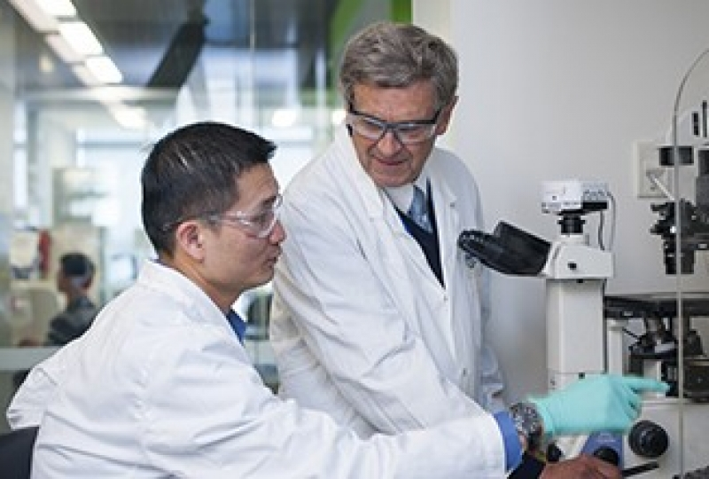 Chin Wee Tan and Tony Burgess in a lab