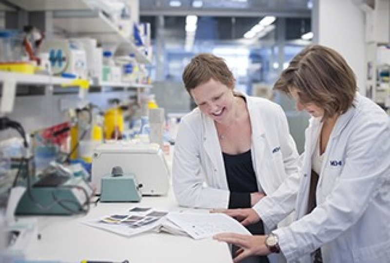 Ms Lucie Rankin (right) and Dr Joanna Groom (left) in a lab