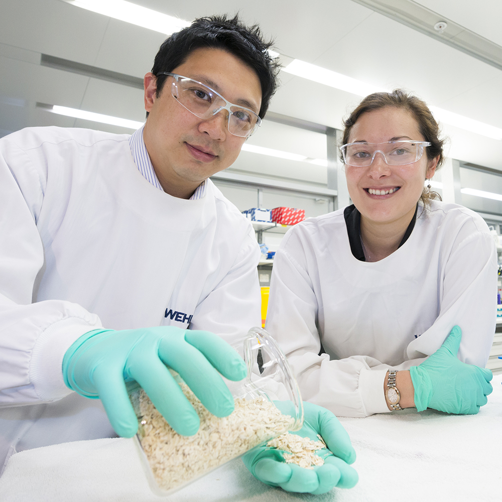 Dr Jason Tye-Din and Dr Melinda Hardy holding oats in lab